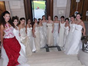 """Sfilata a Villa Mazzotti """"Sposa la solidarietà"""""""